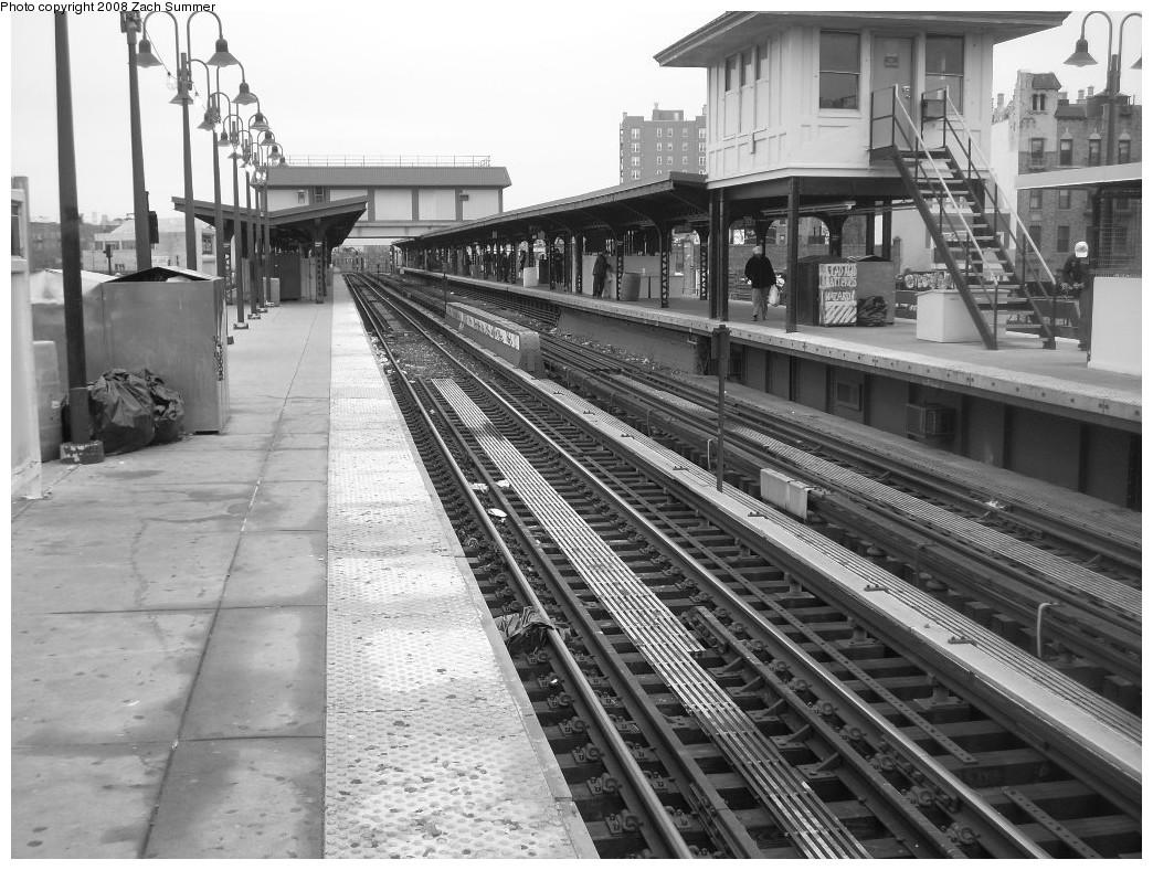 (270k, 1044x788)<br><b>Country:</b> United States<br><b>City:</b> New York<br><b>System:</b> New York City Transit<br><b>Line:</b> BMT Brighton Line<br><b>Location:</b> Brighton Beach <br><b>Photo by:</b> Zach Summer<br><b>Date:</b> 12/22/2007<br><b>Notes:</b> Platform/station view.<br><b>Viewed (this week/total):</b> 0 / 1306