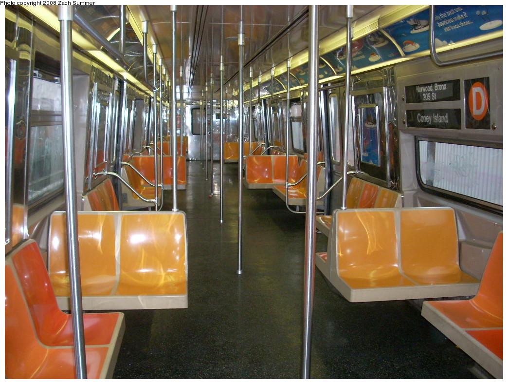 (279k, 1044x788)<br><b>Country:</b> United States<br><b>City:</b> New York<br><b>System:</b> New York City Transit<br><b>Route:</b> D<br><b>Car:</b> R-68 (Westinghouse-Amrail, 1986-1988)  2522 <br><b>Photo by:</b> Zach Summer<br><b>Date:</b> 12/22/2007<br><b>Viewed (this week/total):</b> 0 / 2084