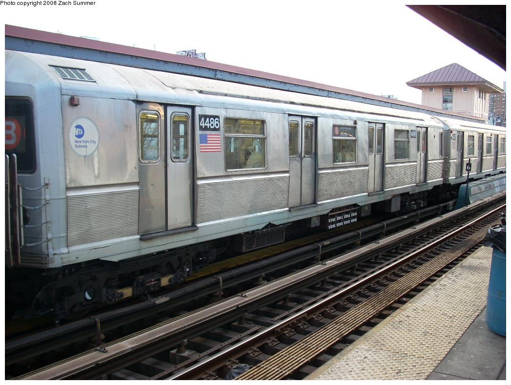 (283k, 1044x788)<br><b>Country:</b> United States<br><b>City:</b> New York<br><b>System:</b> New York City Transit<br><b>Line:</b> BMT Brighton Line<br><b>Location:</b> Brighton Beach <br><b>Route:</b> B<br><b>Car:</b> R-40M (St. Louis, 1969)  4486 <br><b>Photo by:</b> Zach Summer<br><b>Date:</b> 12/24/2007<br><b>Viewed (this week/total):</b> 0 / 1759