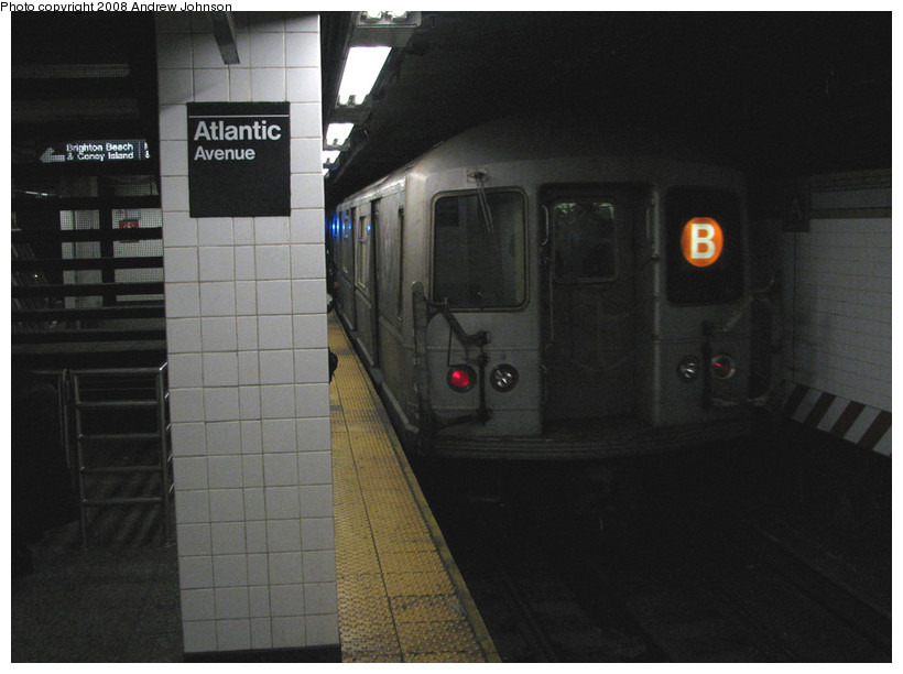 (118k, 820x612)<br><b>Country:</b> United States<br><b>City:</b> New York<br><b>System:</b> New York City Transit<br><b>Line:</b> BMT Brighton Line<br><b>Location:</b> Atlantic Avenue <br><b>Route:</b> B<br><b>Car:</b> R-40M (St. Louis, 1969)   <br><b>Photo by:</b> Andrew Johnson<br><b>Date:</b> 3/4/2008<br><b>Viewed (this week/total):</b> 0 / 2671