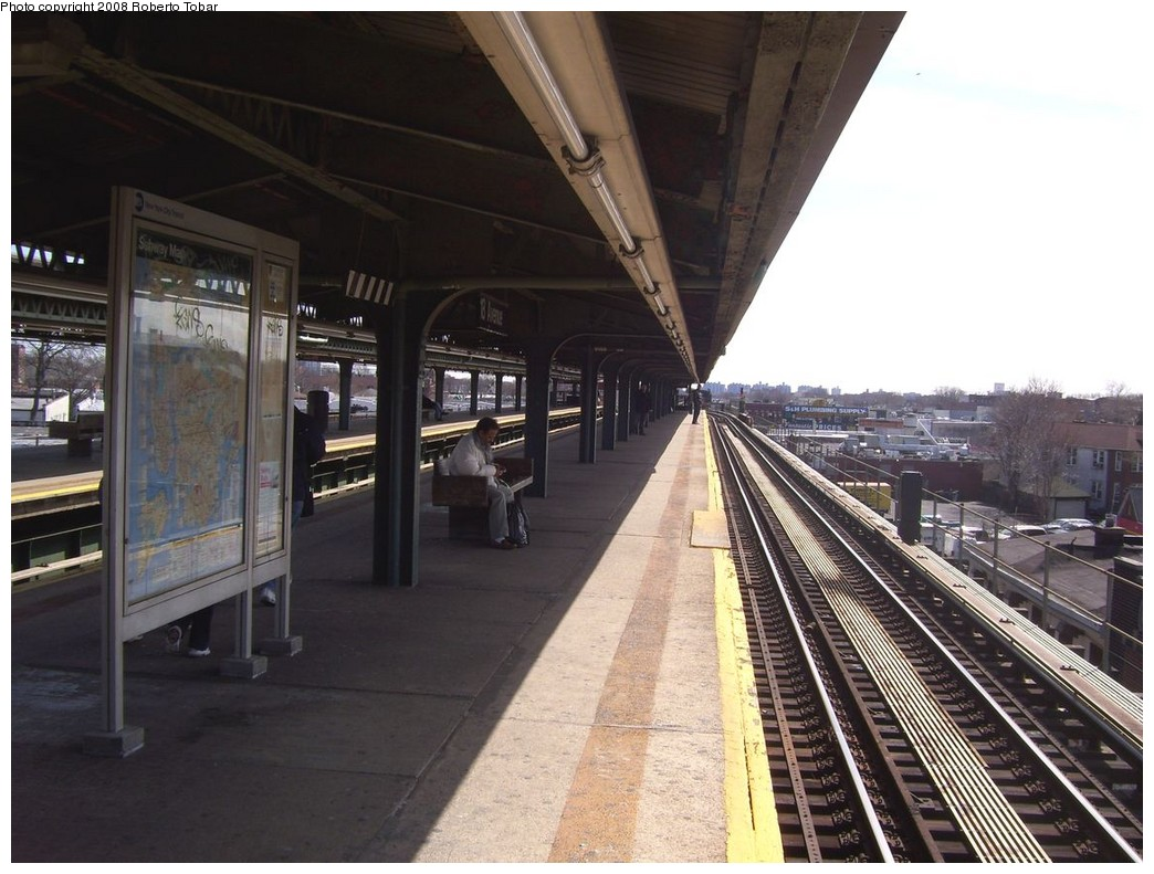 (210k, 1044x791)<br><b>Country:</b> United States<br><b>City:</b> New York<br><b>System:</b> New York City Transit<br><b>Line:</b> BMT Culver Line<br><b>Location:</b> 18th Avenue <br><b>Photo by:</b> Roberto C. Tobar<br><b>Date:</b> 3/22/2008<br><b>Notes:</b> Platform view.<br><b>Viewed (this week/total):</b> 2 / 1246