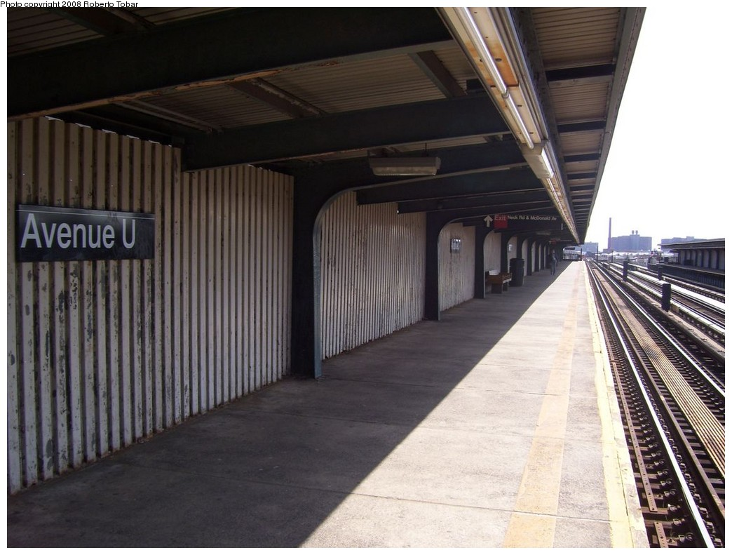 (200k, 1044x791)<br><b>Country:</b> United States<br><b>City:</b> New York<br><b>System:</b> New York City Transit<br><b>Line:</b> BMT Culver Line<br><b>Location:</b> Avenue U <br><b>Photo by:</b> Roberto C. Tobar<br><b>Date:</b> 3/22/2008<br><b>Notes:</b> Platform view.<br><b>Viewed (this week/total):</b> 0 / 1184