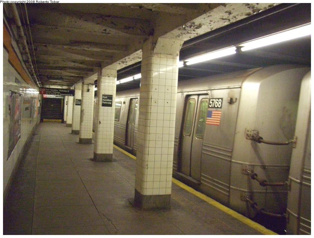 (221k, 1044x791)<br><b>Country:</b> United States<br><b>City:</b> New York<br><b>System:</b> New York City Transit<br><b>Line:</b> IND Crosstown Line<br><b>Location:</b> Fort Hamilton Parkway <br><b>Route:</b> F<br><b>Car:</b> R-46 (Pullman-Standard, 1974-75) 5768 <br><b>Photo by:</b> Roberto C. Tobar<br><b>Date:</b> 3/22/2008<br><b>Viewed (this week/total):</b> 0 / 2097