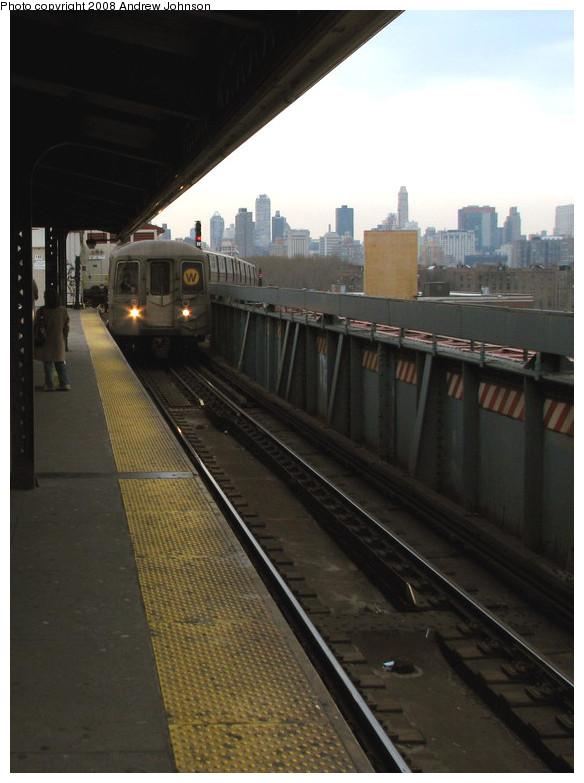 (127k, 584x783)<br><b>Country:</b> United States<br><b>City:</b> New York<br><b>System:</b> New York City Transit<br><b>Line:</b> BMT Astoria Line<br><b>Location:</b> Queensborough Plaza <br><b>Route:</b> W<br><b>Car:</b> R-68 (Westinghouse-Amrail, 1986-1988)  2840 <br><b>Photo by:</b> Andrew Johnson<br><b>Date:</b> 3/14/2008<br><b>Viewed (this week/total):</b> 0 / 1820