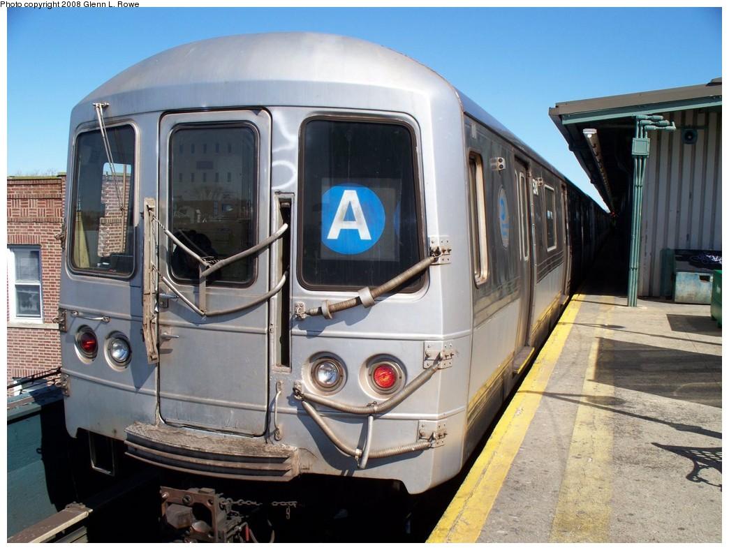 (221k, 1044x788)<br><b>Country:</b> United States<br><b>City:</b> New York<br><b>System:</b> New York City Transit<br><b>Line:</b> IND Fulton Street Line<br><b>Location:</b> Lefferts Boulevard <br><b>Route:</b> A<br><b>Car:</b> R-44 (St. Louis, 1971-73) 5340 <br><b>Photo by:</b> Glenn L. Rowe<br><b>Date:</b> 3/17/2008<br><b>Viewed (this week/total):</b> 0 / 1201