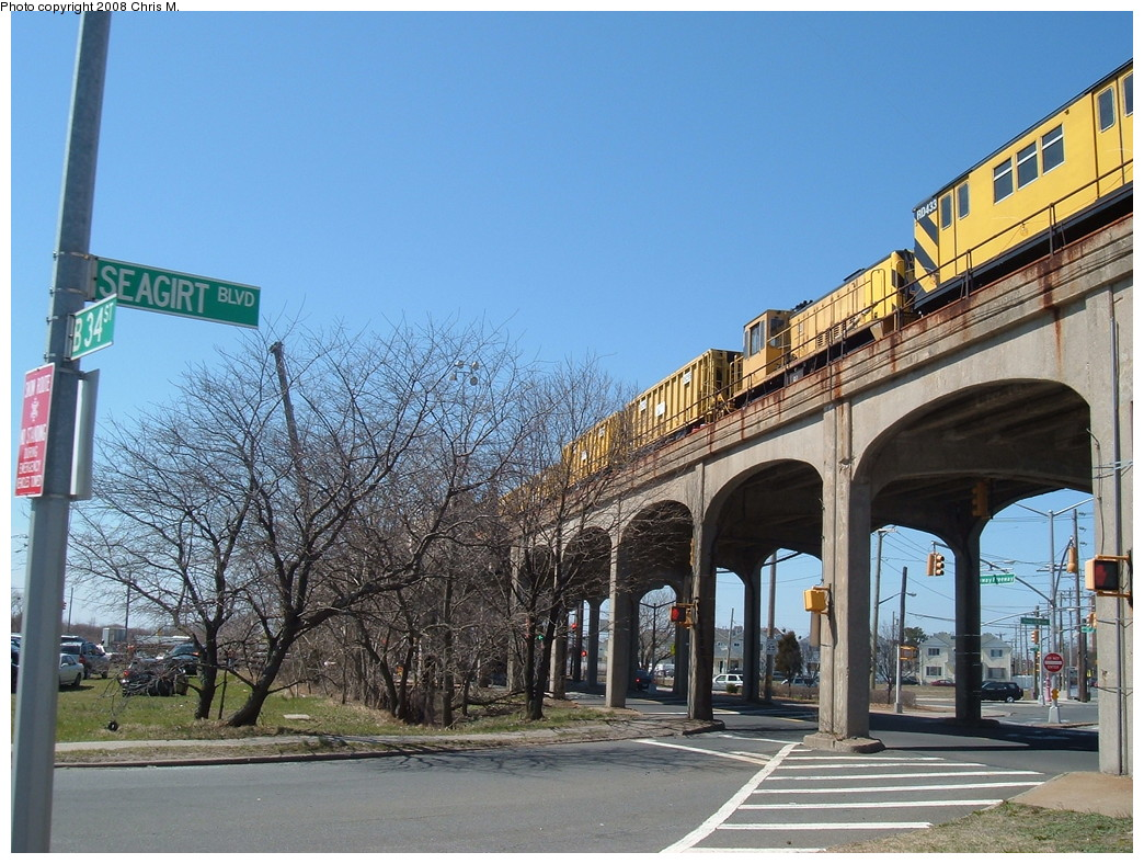 (272k, 1044x788)<br><b>Country:</b> United States<br><b>City:</b> New York<br><b>System:</b> New York City Transit<br><b>Line:</b> IND Rockaway<br><b>Location:</b> Beach 36th Street/Edgemere <br><b>Route:</b> Work Service<br><b>Car:</b> R-161 Rider Car (ex-R-33)  RD433 (ex-9138)<br><b>Photo by:</b> Chris M.<br><b>Date:</b> 3/29/2008<br><b>Viewed (this week/total):</b> 1 / 2546