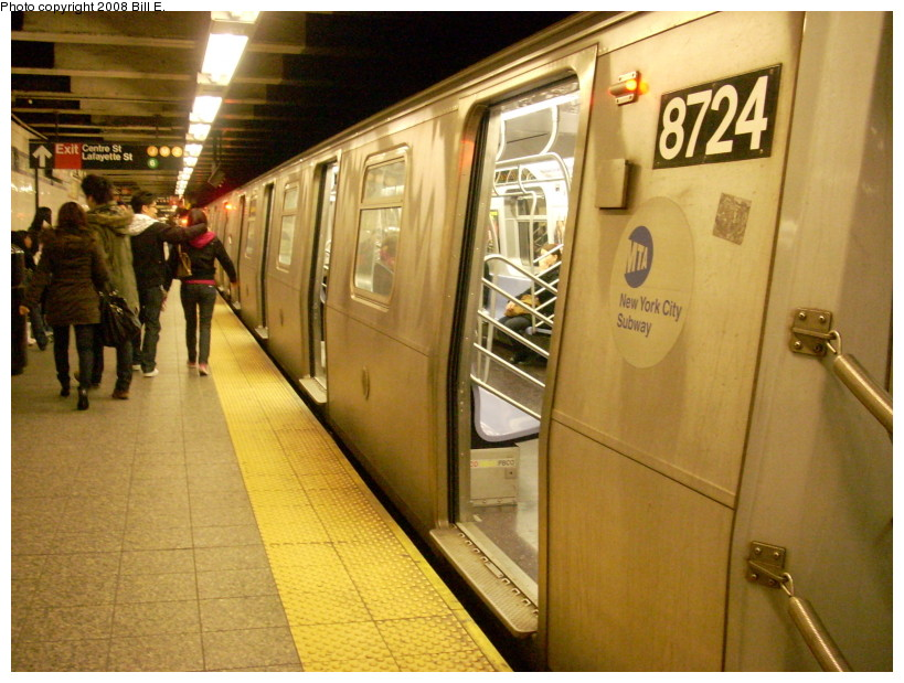 (182k, 819x619)<br><b>Country:</b> United States<br><b>City:</b> New York<br><b>System:</b> New York City Transit<br><b>Line:</b> BMT Broadway Line<br><b>Location:</b> Canal Street (Manhattan Bridge Branch) <br><b>Route:</b> N<br><b>Car:</b> R-160B (Kawasaki, 2005-2008)  8724 <br><b>Photo by:</b> Bill E.<br><b>Date:</b> 3/23/2008<br><b>Viewed (this week/total):</b> 1 / 2757