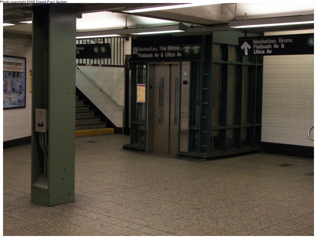 (262k, 1044x788)<br><b>Country:</b> United States<br><b>City:</b> New York<br><b>System:</b> New York City Transit<br><b>Line:</b> IRT Brooklyn Line<br><b>Location:</b> Atlantic Avenue <br><b>Photo by:</b> David-Paul Gerber<br><b>Date:</b> 4/6/2008<br><b>Notes:</b> Mezzanine under IRT platforms.<br><b>Viewed (this week/total):</b> 0 / 2369