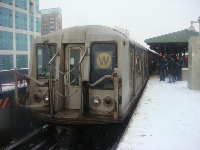 (106k, 640x480)<br><b>Country:</b> United States<br><b>City:</b> New York<br><b>System:</b> New York City Transit<br><b>Line:</b> BMT Astoria Line<br><b>Location:</b> Queensborough Plaza <br><b>Route:</b> W<br><b>Car:</b> R-40 (St. Louis, 1968)   <br><b>Photo by:</b> Danny Molina<br><b>Date:</b> 2/13/2008<br><b>Viewed (this week/total):</b> 1 / 1821