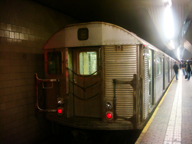 (95k, 640x480)<br><b>Country:</b> United States<br><b>City:</b> New York<br><b>System:</b> New York City Transit<br><b>Line:</b> IND Queens Boulevard Line<br><b>Location:</b> Jamaica Center/Parsons-Archer <br><b>Route:</b> E<br><b>Car:</b> R-32 (Budd, 1964)   <br><b>Photo by:</b> Danny Molina<br><b>Date:</b> 1/12/2008<br><b>Viewed (this week/total):</b> 4 / 1802