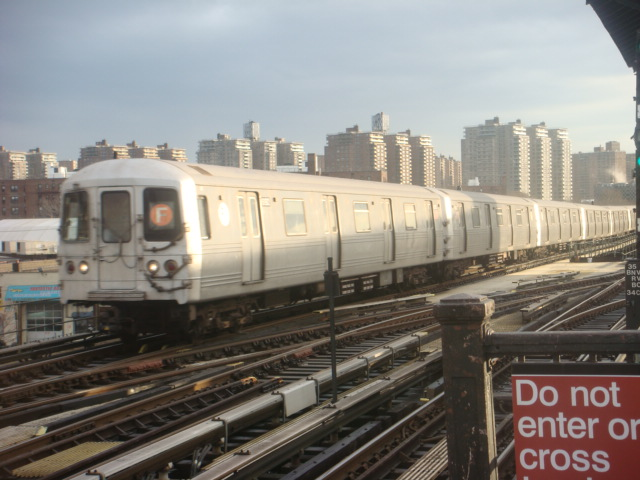 (106k, 640x480)<br><b>Country:</b> United States<br><b>City:</b> New York<br><b>System:</b> New York City Transit<br><b>Line:</b> BMT Culver Line<br><b>Location:</b> Avenue X <br><b>Route:</b> F<br><b>Car:</b> R-46 (Pullman-Standard, 1974-75)  <br><b>Photo by:</b> Danny Molina<br><b>Date:</b> 1/12/2008<br><b>Viewed (this week/total):</b> 0 / 1288
