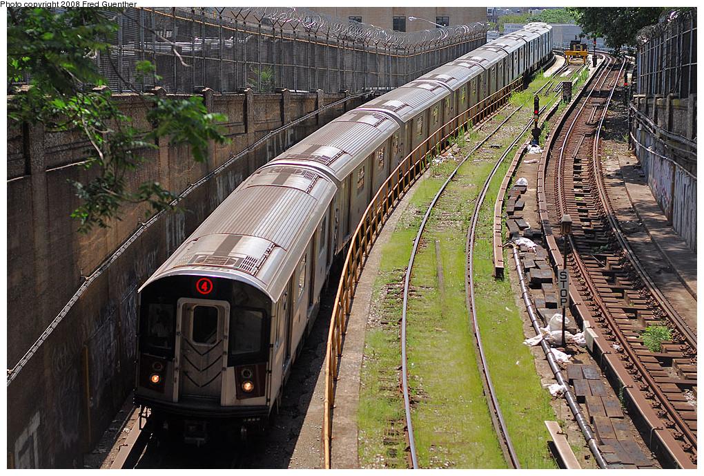 (398k, 1020x689)<br><b>Country:</b> United States<br><b>City:</b> New York<br><b>System:</b> New York City Transit<br><b>Line:</b> IRT Brooklyn Line<br><b>Location:</b> Utica Portal-New Lots Line <br><b>Route:</b> 4<br><b>Car:</b> R-142A (Supplemental Order, Kawasaki, 2003-2004)  7795 <br><b>Photo by:</b> Fred Guenther<br><b>Date:</b> 7/22/2007<br><b>Viewed (this week/total):</b> 1 / 3395