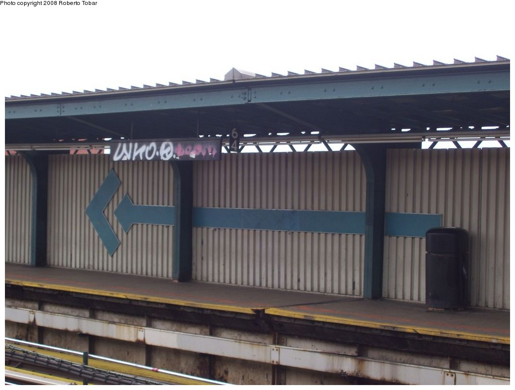 (146k, 1044x790)<br><b>Country:</b> United States<br><b>City:</b> New York<br><b>System:</b> New York City Transit<br><b>Line:</b> BMT Nassau Street/Jamaica Line<br><b>Location:</b> 75th Street/Elderts Lane <br><b>Photo by:</b> Roberto C. Tobar<br><b>Date:</b> 4/12/2008<br><b>Notes:</b> Arrow artwork pointing to the exit.<br><b>Viewed (this week/total):</b> 0 / 1363