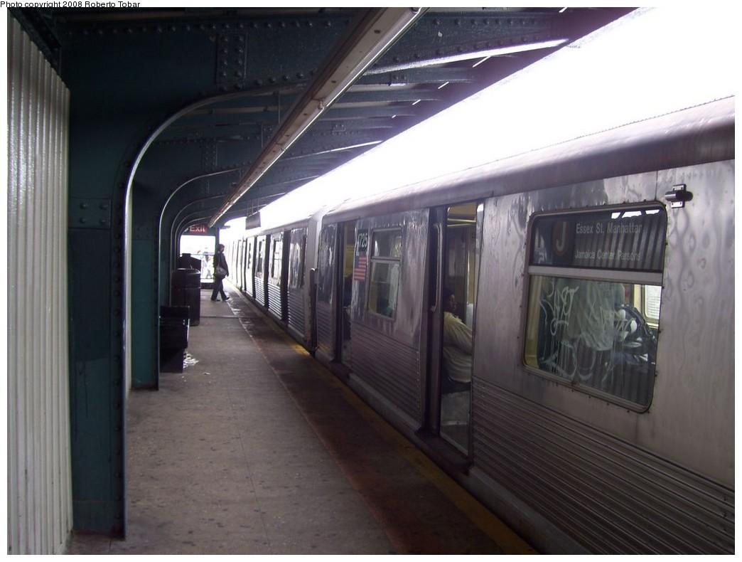 (169k, 1044x790)<br><b>Country:</b> United States<br><b>City:</b> New York<br><b>System:</b> New York City Transit<br><b>Line:</b> BMT Nassau Street/Jamaica Line<br><b>Location:</b> 75th Street/Elderts Lane <br><b>Route:</b> J<br><b>Car:</b> R-42 (St. Louis, 1969-1970)  4725 <br><b>Photo by:</b> Roberto C. Tobar<br><b>Date:</b> 4/12/2008<br><b>Viewed (this week/total):</b> 0 / 1780