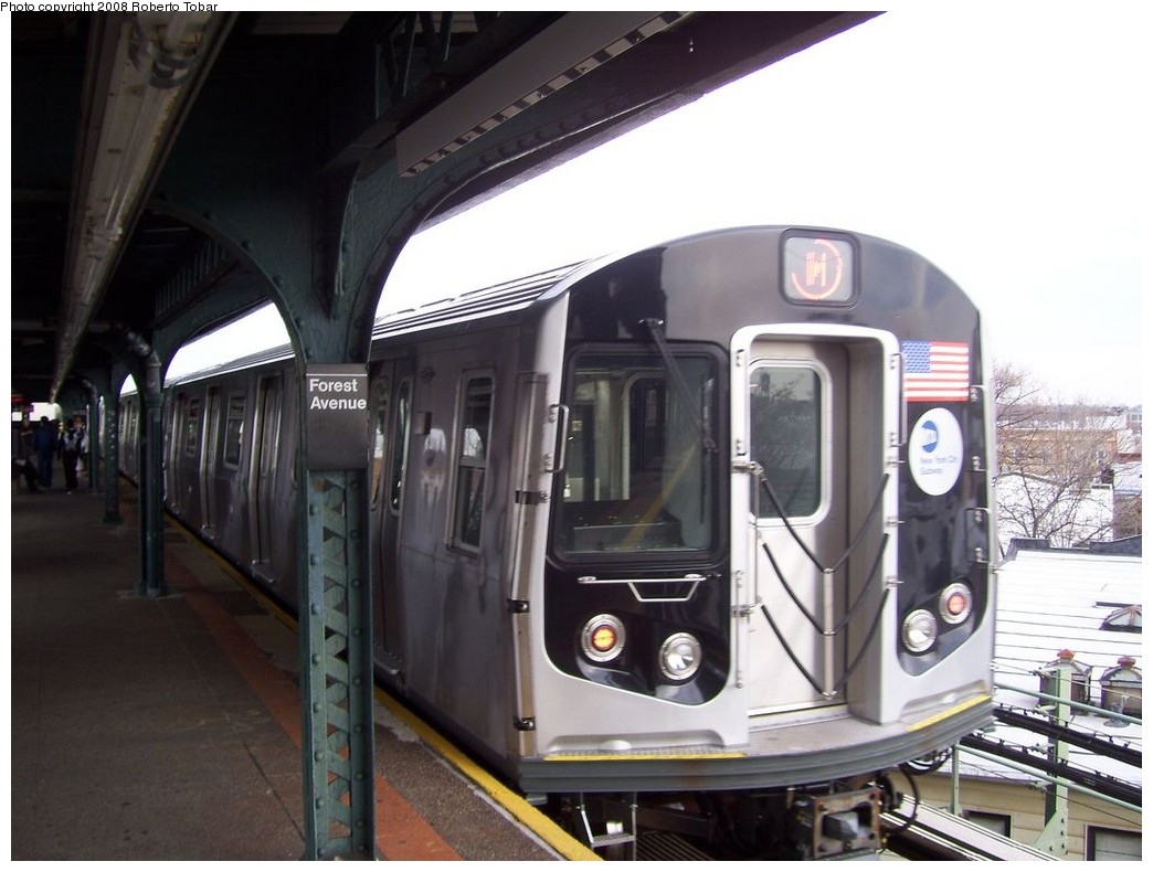 (180k, 1044x790)<br><b>Country:</b> United States<br><b>City:</b> New York<br><b>System:</b> New York City Transit<br><b>Line:</b> BMT Myrtle Avenue Line<br><b>Location:</b> Forest Avenue <br><b>Route:</b> M<br><b>Car:</b> R-160A-1 (Alstom, 2005-2008, 4 car sets)   <br><b>Photo by:</b> Roberto C. Tobar<br><b>Date:</b> 4/12/2008<br><b>Viewed (this week/total):</b> 2 / 2065