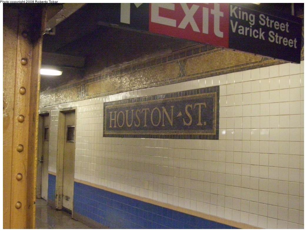 (200k, 1044x790)<br><b>Country:</b> United States<br><b>City:</b> New York<br><b>System:</b> New York City Transit<br><b>Line:</b> IRT West Side Line<br><b>Location:</b> Houston Street <br><b>Photo by:</b> Roberto C. Tobar<br><b>Date:</b> 4/12/2008<br><b>Viewed (this week/total):</b> 2 / 1435
