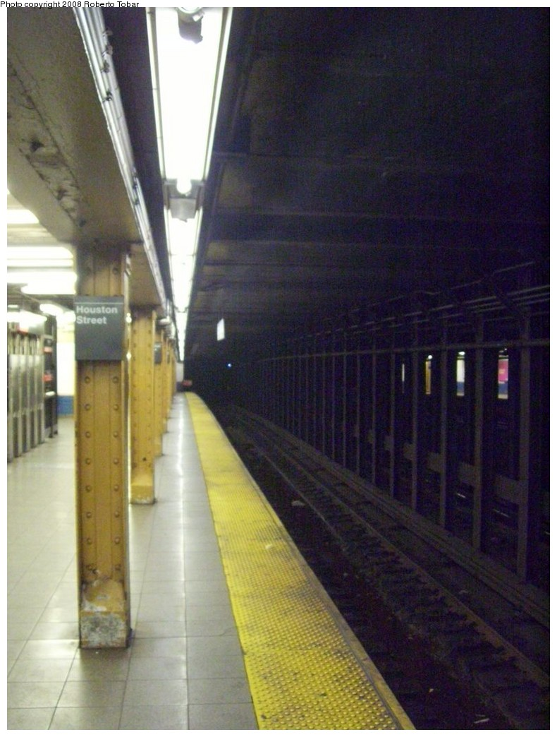 (197k, 790x1044)<br><b>Country:</b> United States<br><b>City:</b> New York<br><b>System:</b> New York City Transit<br><b>Line:</b> IRT West Side Line<br><b>Location:</b> Houston Street <br><b>Photo by:</b> Roberto C. Tobar<br><b>Date:</b> 4/12/2008<br><b>Notes:</b> Platform view.<br><b>Viewed (this week/total):</b> 1 / 1789