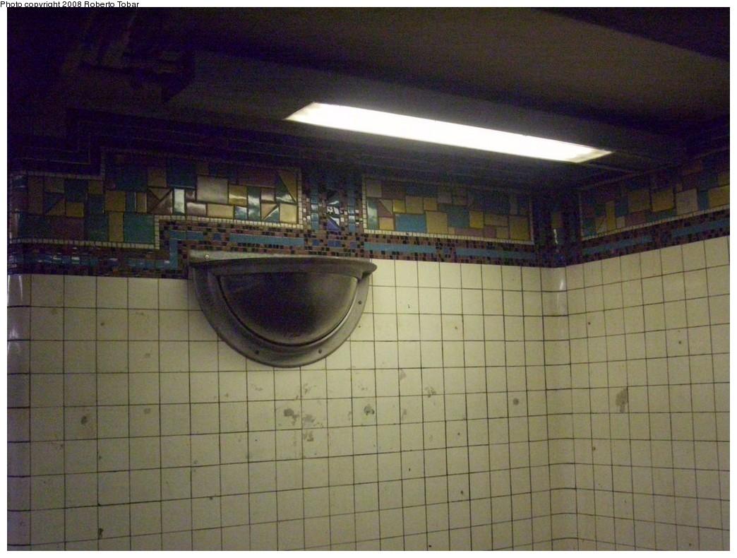 (199k, 1044x790)<br><b>Country:</b> United States<br><b>City:</b> New York<br><b>System:</b> New York City Transit<br><b>Line:</b> BMT Canarsie Line<br><b>Location:</b> Montrose Avenue <br><b>Photo by:</b> Roberto C. Tobar<br><b>Date:</b> 4/12/2008<br><b>Viewed (this week/total):</b> 0 / 1426