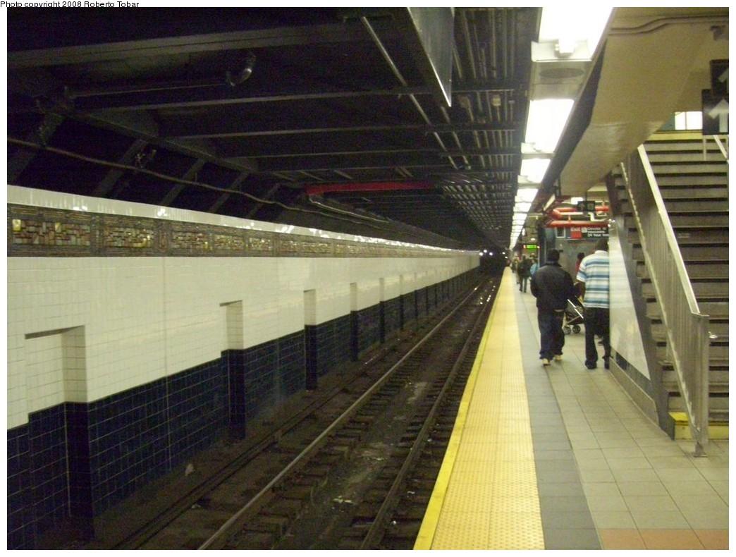 (208k, 1044x790)<br><b>Country:</b> United States<br><b>City:</b> New York<br><b>System:</b> New York City Transit<br><b>Line:</b> BMT Canarsie Line<br><b>Location:</b> Myrtle Avenue <br><b>Photo by:</b> Roberto C. Tobar<br><b>Date:</b> 4/12/2008<br><b>Viewed (this week/total):</b> 0 / 1818