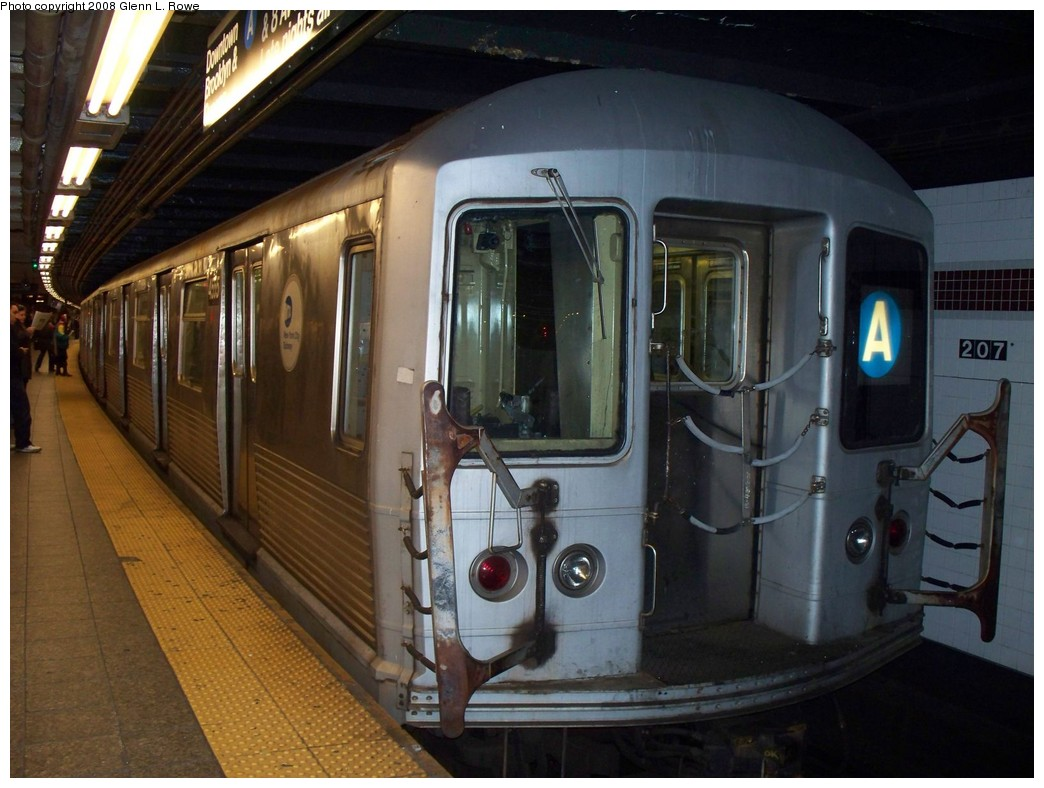 (201k, 1044x788)<br><b>Country:</b> United States<br><b>City:</b> New York<br><b>System:</b> New York City Transit<br><b>Line:</b> IND 8th Avenue Line<br><b>Location:</b> 207th Street <br><b>Route:</b> A<br><b>Car:</b> R-42 (St. Louis, 1969-1970)  4555 <br><b>Photo by:</b> Glenn L. Rowe<br><b>Date:</b> 4/9/2008<br><b>Viewed (this week/total):</b> 0 / 1530