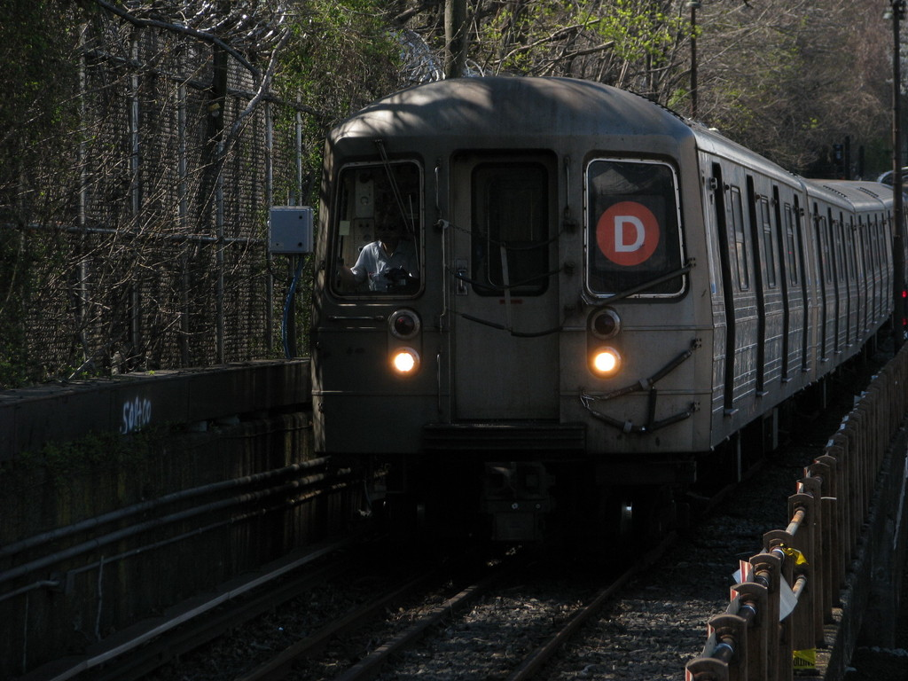 (229k, 1024x768)<br><b>Country:</b> United States<br><b>City:</b> New York<br><b>System:</b> New York City Transit<br><b>Line:</b> BMT West End Line<br><b>Location:</b> 9th Avenue <br><b>Route:</b> D<br><b>Car:</b> R-68 (Westinghouse-Amrail, 1986-1988)  2726 <br><b>Photo by:</b> Andrew Johnson<br><b>Date:</b> 4/17/2008<br><b>Viewed (this week/total):</b> 0 / 1815
