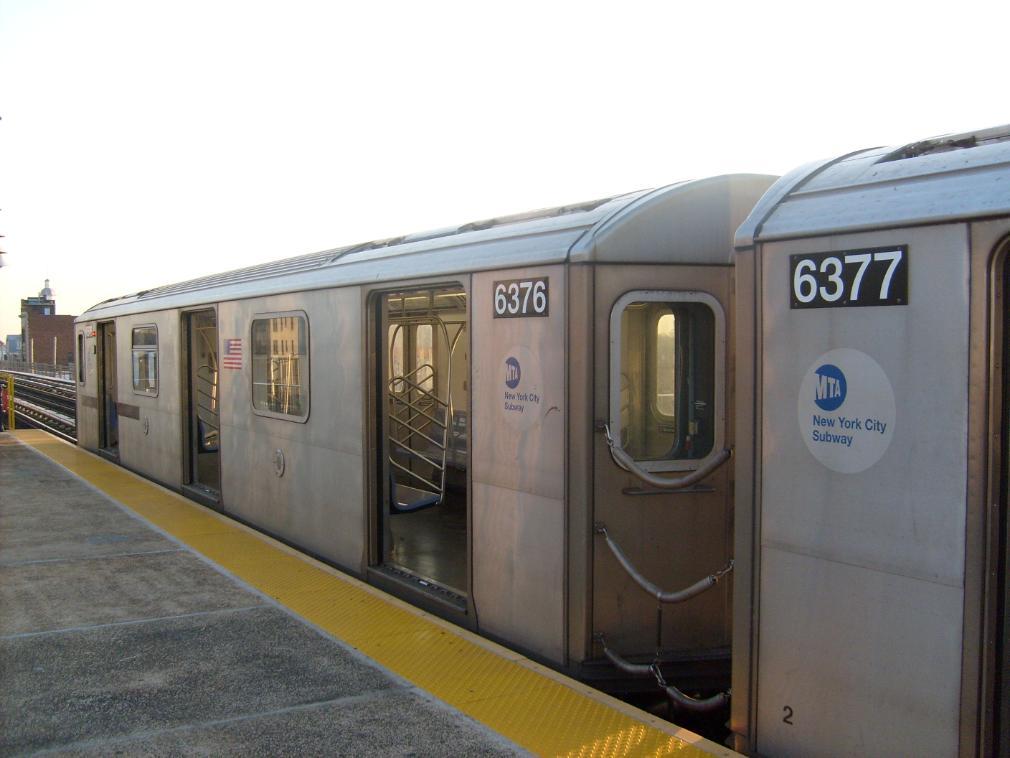 (109k, 1010x758)<br><b>Country:</b> United States<br><b>City:</b> New York<br><b>System:</b> New York City Transit<br><b>Line:</b> IRT White Plains Road Line<br><b>Location:</b> 233rd Street <br><b>Route:</b> 2<br><b>Car:</b> R-142 (Primary Order, Bombardier, 1999-2002)  6376 <br><b>Photo by:</b> Leonard Wilson<br><b>Date:</b> 4/18/2008<br><b>Viewed (this week/total):</b> 1 / 3125