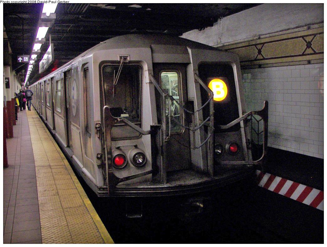 (325k, 1044x788)<br><b>Country:</b> United States<br><b>City:</b> New York<br><b>System:</b> New York City Transit<br><b>Location:</b> DeKalb Avenue<br><b>Route:</b> B<br><b>Car:</b> R-40 (St. Louis, 1968)   <br><b>Photo by:</b> David-Paul Gerber<br><b>Date:</b> 4/22/2008<br><b>Viewed (this week/total):</b> 1 / 2184