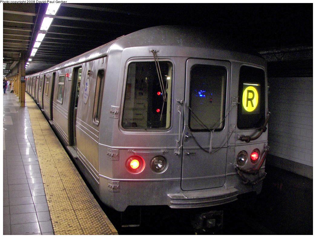 (306k, 1044x788)<br><b>Country:</b> United States<br><b>City:</b> New York<br><b>System:</b> New York City Transit<br><b>Line:</b> BMT 4th Avenue<br><b>Location:</b> 36th Street <br><b>Route:</b> R<br><b>Car:</b> R-46 (Pullman-Standard, 1974-75) 5572 <br><b>Photo by:</b> David-Paul Gerber<br><b>Date:</b> 4/22/2008<br><b>Viewed (this week/total):</b> 3 / 2298
