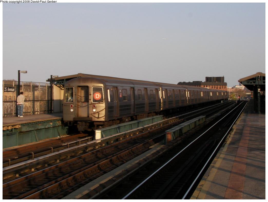 (221k, 1044x788)<br><b>Country:</b> United States<br><b>City:</b> New York<br><b>System:</b> New York City Transit<br><b>Line:</b> BMT West End Line<br><b>Location:</b> 25th Avenue <br><b>Route:</b> D<br><b>Car:</b> R-68 (Westinghouse-Amrail, 1986-1988)   <br><b>Photo by:</b> David-Paul Gerber<br><b>Date:</b> 4/22/2008<br><b>Viewed (this week/total):</b> 0 / 1395