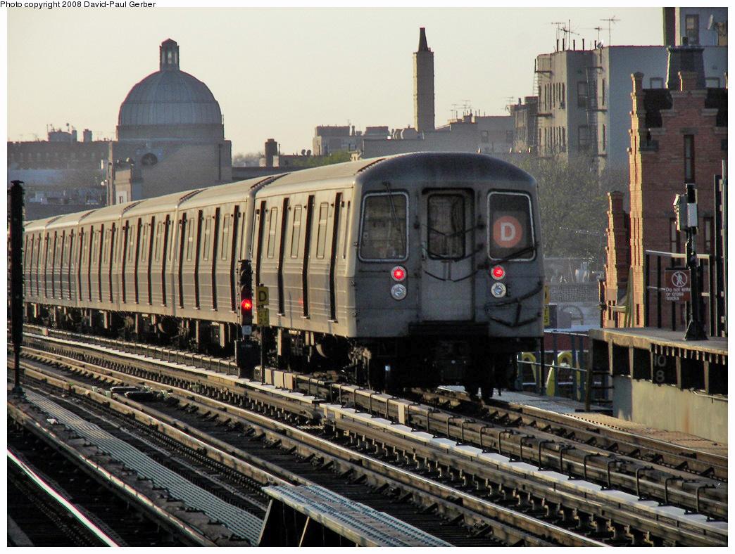 (331k, 1044x788)<br><b>Country:</b> United States<br><b>City:</b> New York<br><b>System:</b> New York City Transit<br><b>Line:</b> BMT West End Line<br><b>Location:</b> 25th Avenue <br><b>Route:</b> D<br><b>Car:</b> R-68 (Westinghouse-Amrail, 1986-1988)   <br><b>Photo by:</b> David-Paul Gerber<br><b>Date:</b> 4/22/2008<br><b>Viewed (this week/total):</b> 0 / 1394