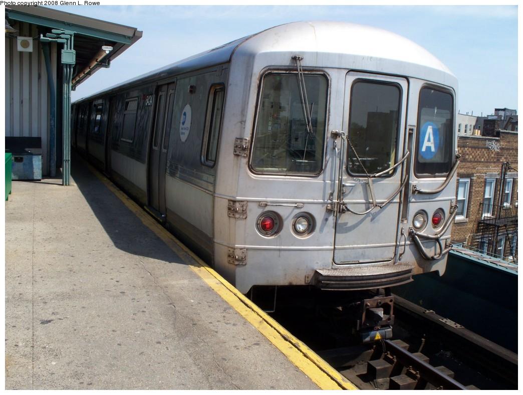 (219k, 1044x788)<br><b>Country:</b> United States<br><b>City:</b> New York<br><b>System:</b> New York City Transit<br><b>Line:</b> IND Fulton Street Line<br><b>Location:</b> Lefferts Boulevard <br><b>Route:</b> A<br><b>Car:</b> R-44 (St. Louis, 1971-73) 5424 <br><b>Photo by:</b> Glenn L. Rowe<br><b>Date:</b> 4/23/2008<br><b>Viewed (this week/total):</b> 2 / 1183