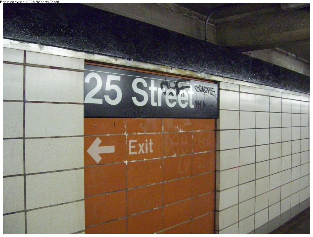 (207k, 1044x791)<br><b>Country:</b> United States<br><b>City:</b> New York<br><b>System:</b> New York City Transit<br><b>Line:</b> BMT 4th Avenue<br><b>Location:</b> 25th Street <br><b>Photo by:</b> Roberto C. Tobar<br><b>Date:</b> 4/26/2008<br><b>Viewed (this week/total):</b> 1 / 1524