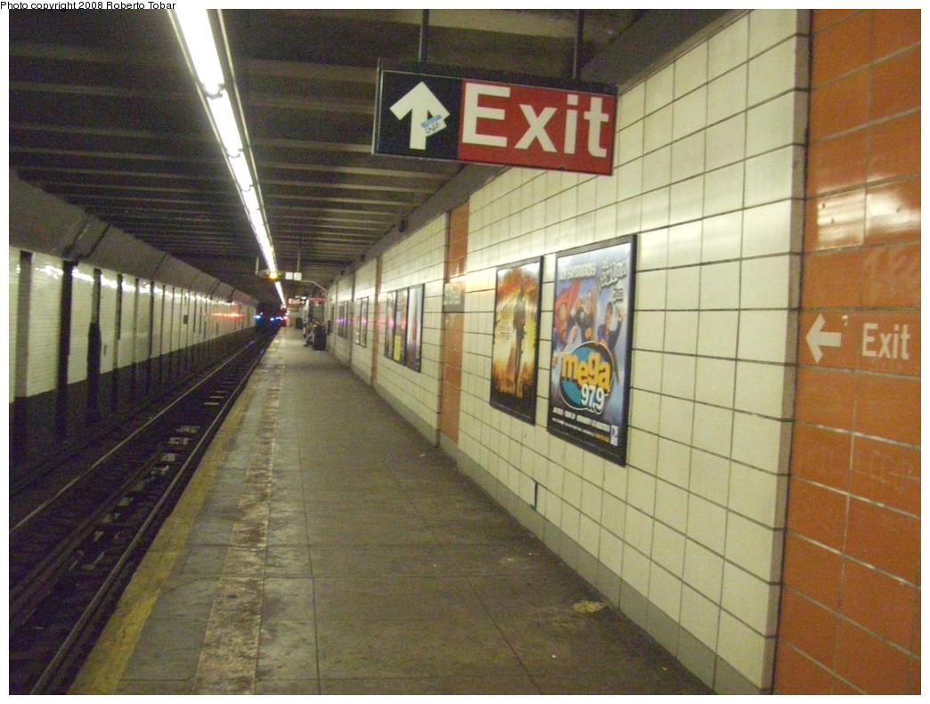 (212k, 1044x791)<br><b>Country:</b> United States<br><b>City:</b> New York<br><b>System:</b> New York City Transit<br><b>Line:</b> BMT 4th Avenue<br><b>Location:</b> 25th Street <br><b>Photo by:</b> Roberto C. Tobar<br><b>Date:</b> 4/26/2008<br><b>Viewed (this week/total):</b> 0 / 1662