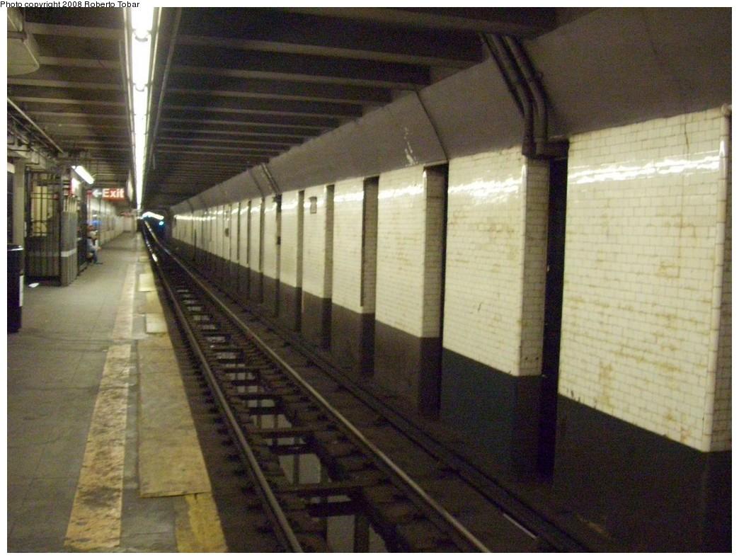 (213k, 1044x791)<br><b>Country:</b> United States<br><b>City:</b> New York<br><b>System:</b> New York City Transit<br><b>Line:</b> BMT 4th Avenue<br><b>Location:</b> 25th Street <br><b>Photo by:</b> Roberto C. Tobar<br><b>Date:</b> 4/26/2008<br><b>Viewed (this week/total):</b> 3 / 2037