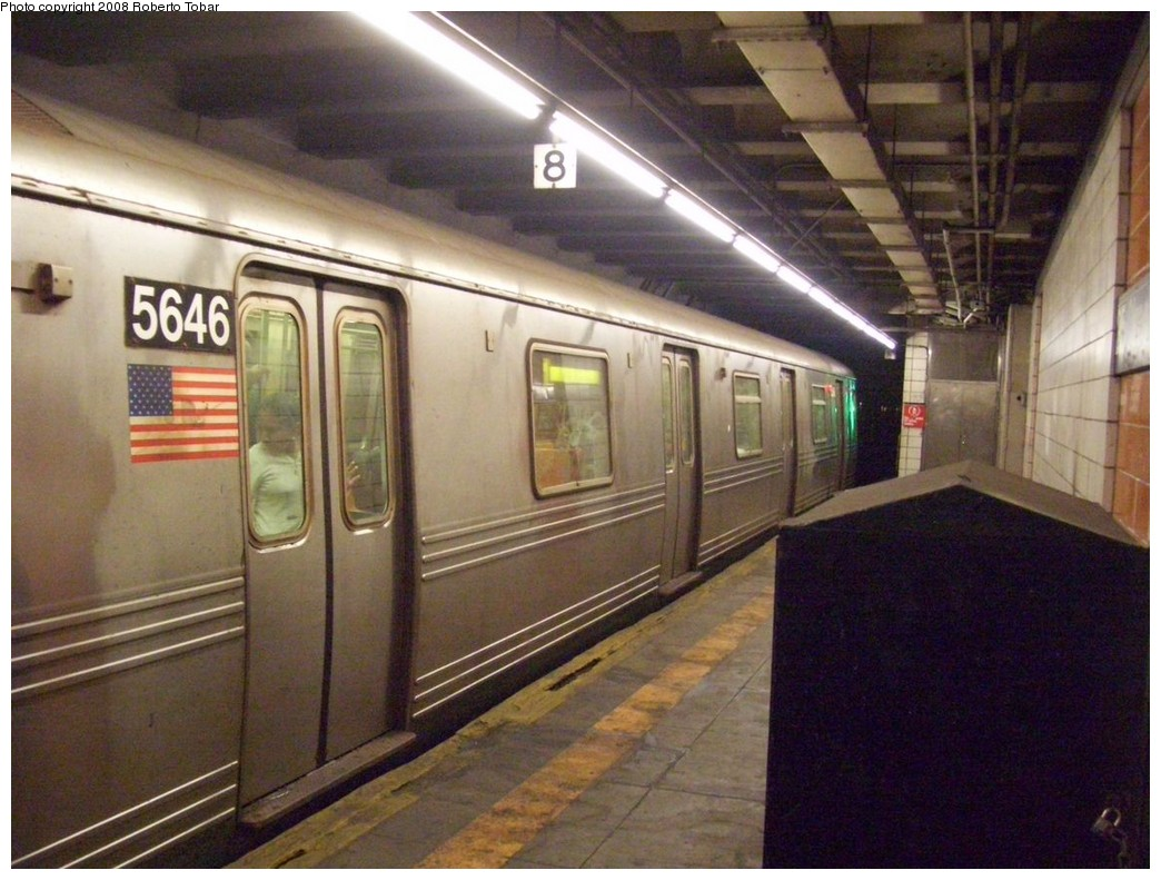 (216k, 1044x791)<br><b>Country:</b> United States<br><b>City:</b> New York<br><b>System:</b> New York City Transit<br><b>Line:</b> BMT 4th Avenue<br><b>Location:</b> 25th Street <br><b>Route:</b> R<br><b>Car:</b> R-46 (Pullman-Standard, 1974-75) 5646 <br><b>Photo by:</b> Roberto C. Tobar<br><b>Date:</b> 4/26/2008<br><b>Viewed (this week/total):</b> 6 / 2448