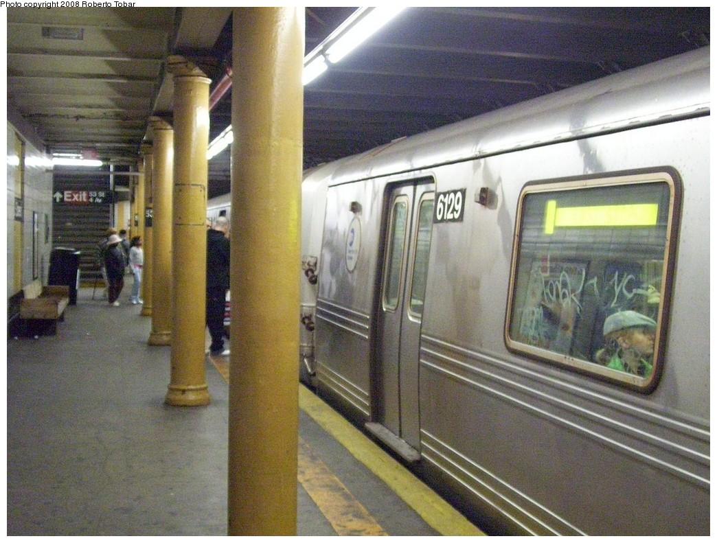 (242k, 1044x791)<br><b>Country:</b> United States<br><b>City:</b> New York<br><b>System:</b> New York City Transit<br><b>Line:</b> BMT 4th Avenue<br><b>Location:</b> 53rd Street <br><b>Route:</b> R<br><b>Car:</b> R-46 (Pullman-Standard, 1974-75) 6129 <br><b>Photo by:</b> Roberto C. Tobar<br><b>Date:</b> 4/26/2008<br><b>Viewed (this week/total):</b> 0 / 2395