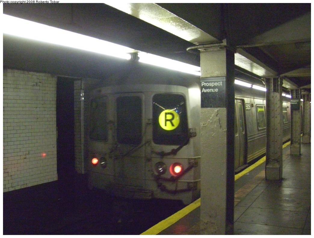 (199k, 1044x791)<br><b>Country:</b> United States<br><b>City:</b> New York<br><b>System:</b> New York City Transit<br><b>Line:</b> BMT 4th Avenue<br><b>Location:</b> Prospect Avenue <br><b>Route:</b> R<br><b>Car:</b> R-46 (Pullman-Standard, 1974-75) 5626 <br><b>Photo by:</b> Roberto C. Tobar<br><b>Date:</b> 4/26/2008<br><b>Viewed (this week/total):</b> 2 / 2485
