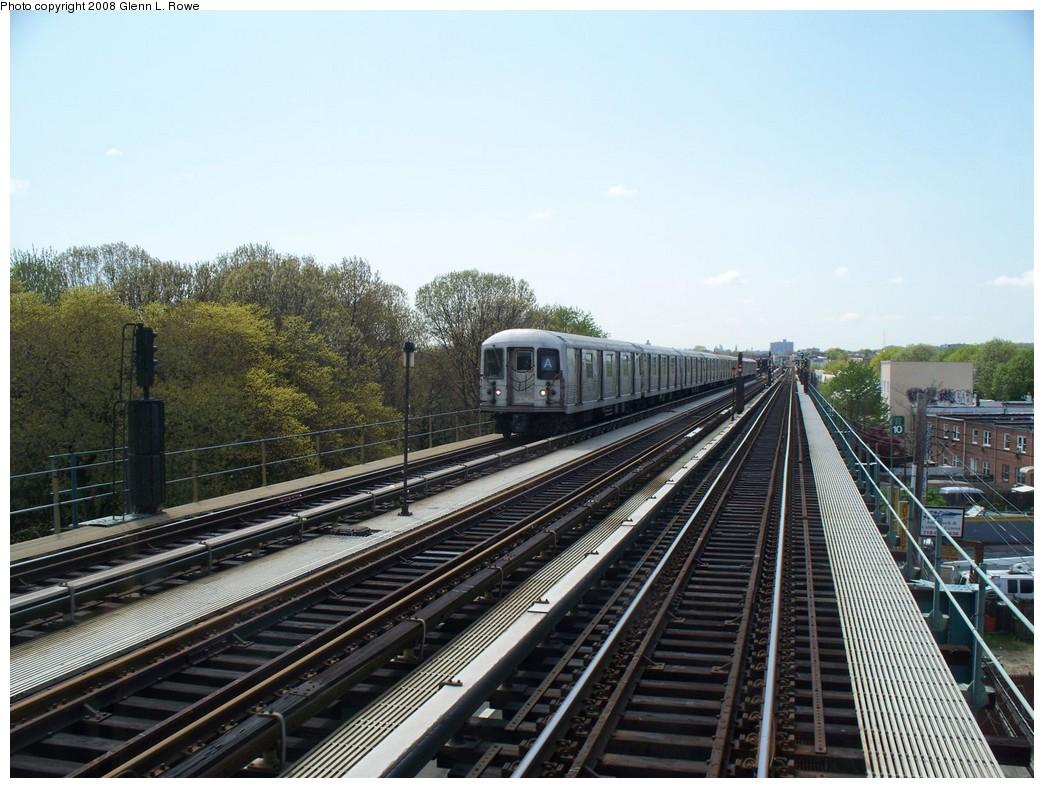 (233k, 1044x788)<br><b>Country:</b> United States<br><b>City:</b> New York<br><b>System:</b> New York City Transit<br><b>Line:</b> IND Fulton Street Line<br><b>Location:</b> 80th Street/Hudson Street <br><b>Route:</b> A<br><b>Car:</b> R-42 (St. Louis, 1969-1970)  4572 <br><b>Photo by:</b> Glenn L. Rowe<br><b>Date:</b> 4/29/2008<br><b>Viewed (this week/total):</b> 0 / 1553
