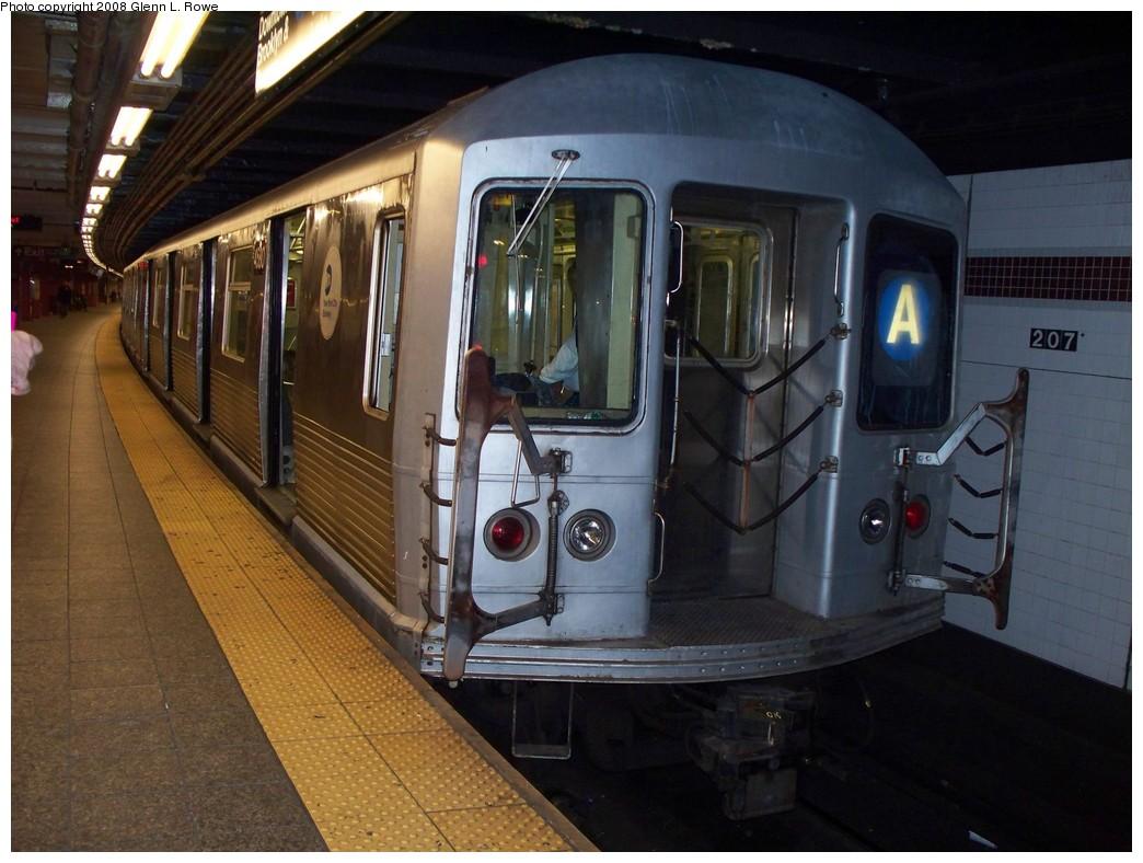 (206k, 1044x788)<br><b>Country:</b> United States<br><b>City:</b> New York<br><b>System:</b> New York City Transit<br><b>Line:</b> IND 8th Avenue Line<br><b>Location:</b> 207th Street <br><b>Route:</b> A<br><b>Car:</b> R-42 (St. Louis, 1969-1970)  4580 <br><b>Photo by:</b> Glenn L. Rowe<br><b>Date:</b> 5/2/2008<br><b>Viewed (this week/total):</b> 0 / 1304