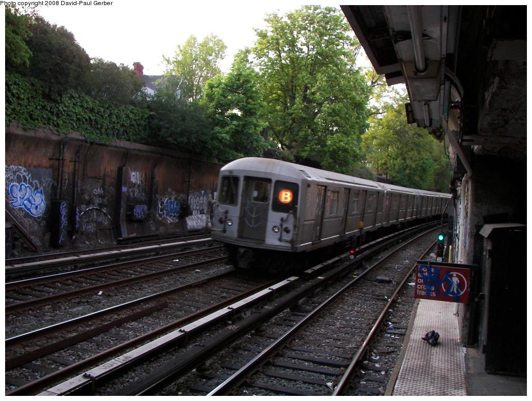 (317k, 1044x788)<br><b>Country:</b> United States<br><b>City:</b> New York<br><b>System:</b> New York City Transit<br><b>Line:</b> BMT Brighton Line<br><b>Location:</b> Beverley Road <br><b>Route:</b> B<br><b>Car:</b> R-40M (St. Louis, 1969)   <br><b>Photo by:</b> David-Paul Gerber<br><b>Date:</b> 5/6/2008<br><b>Viewed (this week/total):</b> 3 / 2043