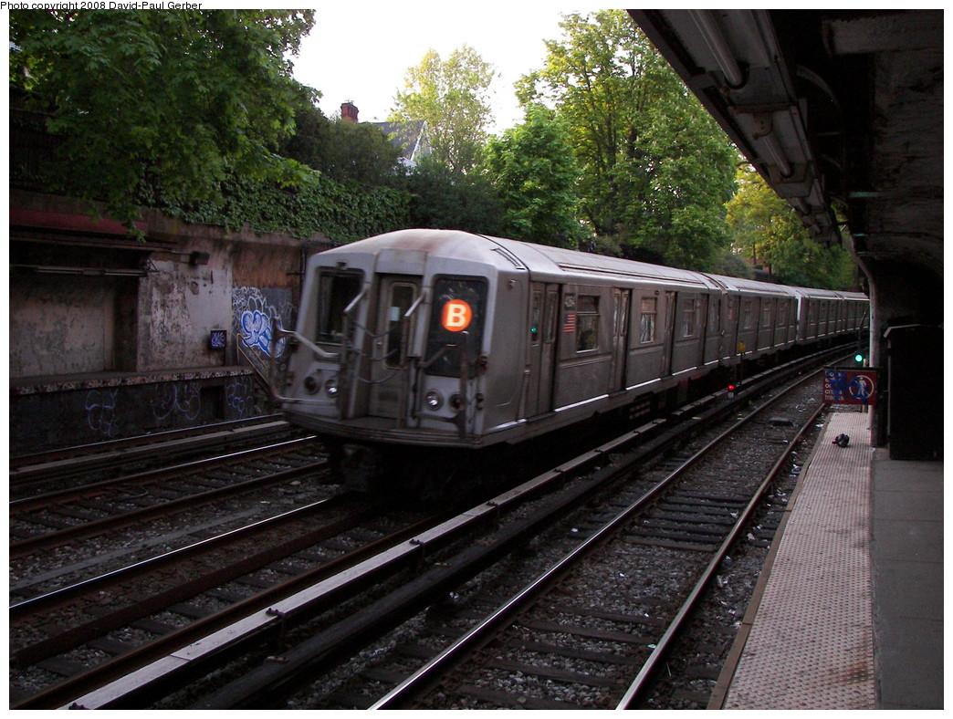(322k, 1044x788)<br><b>Country:</b> United States<br><b>City:</b> New York<br><b>System:</b> New York City Transit<br><b>Line:</b> BMT Brighton Line<br><b>Location:</b> Beverley Road <br><b>Route:</b> B<br><b>Car:</b> R-40 (St. Louis, 1968)  4264 <br><b>Photo by:</b> David-Paul Gerber<br><b>Date:</b> 5/6/2008<br><b>Viewed (this week/total):</b> 2 / 1680