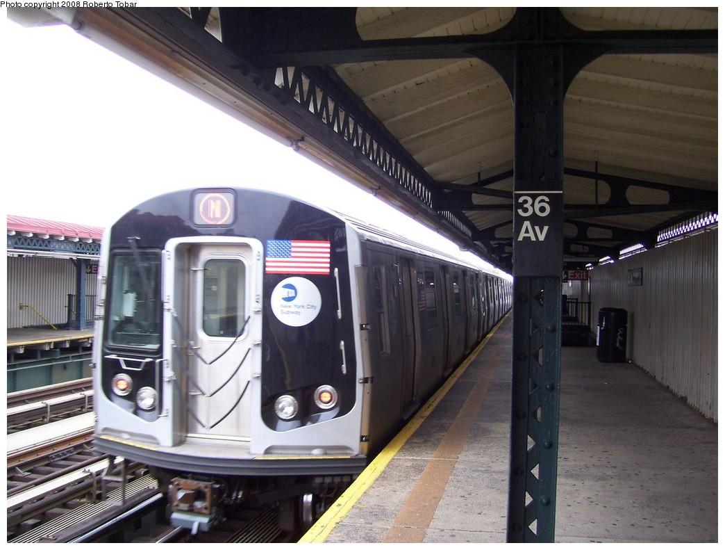 (198k, 1044x791)<br><b>Country:</b> United States<br><b>City:</b> New York<br><b>System:</b> New York City Transit<br><b>Line:</b> BMT Astoria Line<br><b>Location:</b> 36th/Washington Aves. <br><b>Route:</b> N<br><b>Car:</b> R-160A/R-160B Series (Number Unknown)  <br><b>Photo by:</b> Roberto C. Tobar<br><b>Date:</b> 5/3/2008<br><b>Viewed (this week/total):</b> 0 / 1765