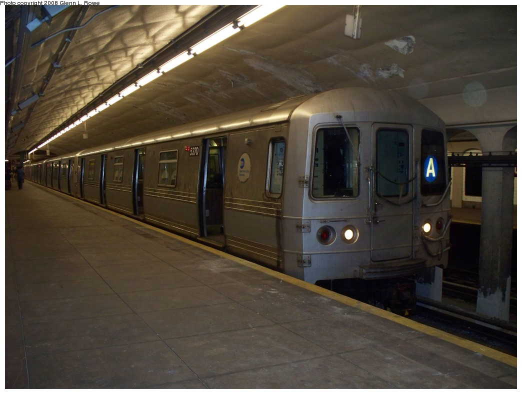 (175k, 1044x788)<br><b>Country:</b> United States<br><b>City:</b> New York<br><b>System:</b> New York City Transit<br><b>Line:</b> IND 8th Avenue Line<br><b>Location:</b> 190th Street/Overlook Terrace <br><b>Route:</b> A<br><b>Car:</b> R-44 (St. Louis, 1971-73) 5370 <br><b>Photo by:</b> Glenn L. Rowe<br><b>Date:</b> 5/7/2008<br><b>Viewed (this week/total):</b> 0 / 1781