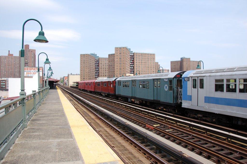 (207k, 1024x680)<br><b>Country:</b> United States<br><b>City:</b> New York<br><b>System:</b> New York City Transit<br><b>Line:</b> IRT West Side Line<br><b>Location:</b> 125th Street <br><b>Route:</b> Museum Train Service<br><b>Car:</b> R-33 Main Line (St. Louis, 1962-63) 9068 <br><b>Photo by:</b> Brian Weinberg<br><b>Date:</b> 5/1/2008<br><b>Notes:</b> 100th Anniversary of Brooklyn subway service museum train service.<br><b>Viewed (this week/total):</b> 0 / 1850