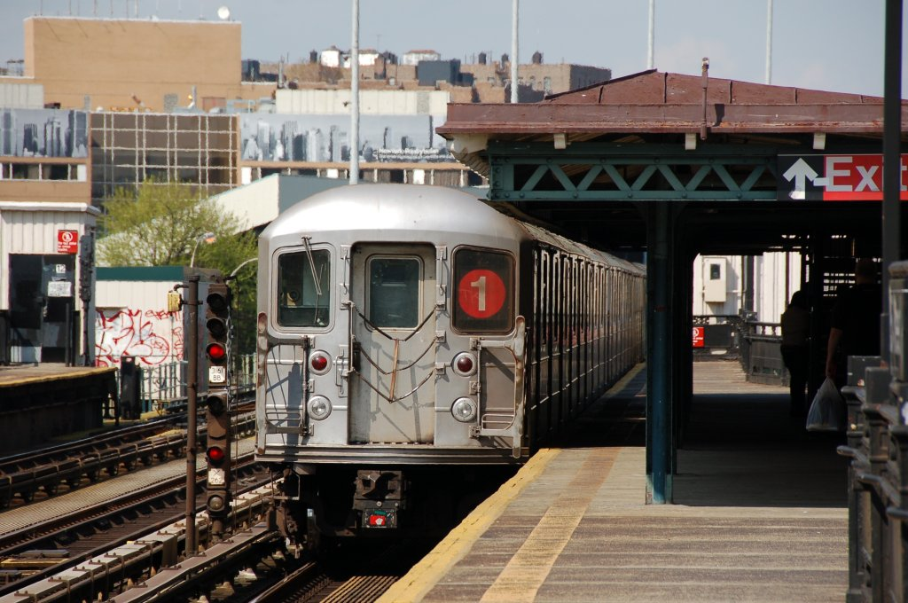 (211k, 1024x680)<br><b>Country:</b> United States<br><b>City:</b> New York<br><b>System:</b> New York City Transit<br><b>Line:</b> IRT West Side Line<br><b>Location:</b> 207th Street <br><b>Route:</b> 1<br><b>Car:</b> R-62A (Bombardier, 1984-1987)   <br><b>Photo by:</b> Brian Weinberg<br><b>Date:</b> 5/4/2008<br><b>Viewed (this week/total):</b> 0 / 1483