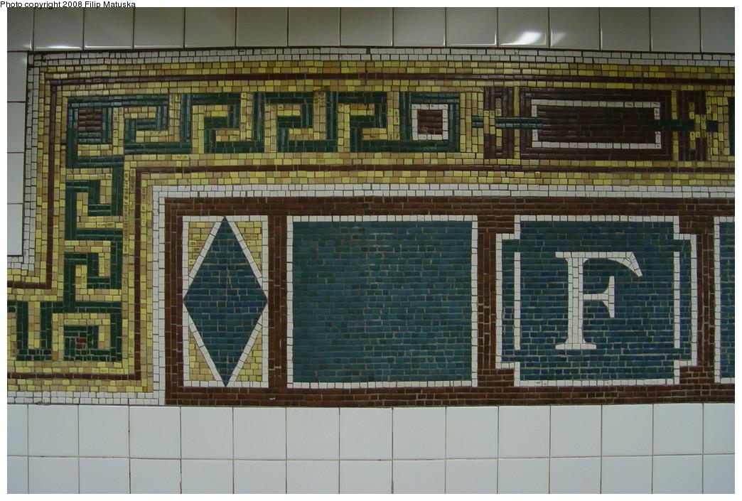(234k, 1044x705)<br><b>Country:</b> United States<br><b>City:</b> New York<br><b>System:</b> New York City Transit<br><b>Line:</b> BMT Nassau Street/Jamaica Line<br><b>Location:</b> Fulton Street <br><b>Photo by:</b> Filip Matuska<br><b>Date:</b> 6/7/2007<br><b>Viewed (this week/total):</b> 0 / 1591