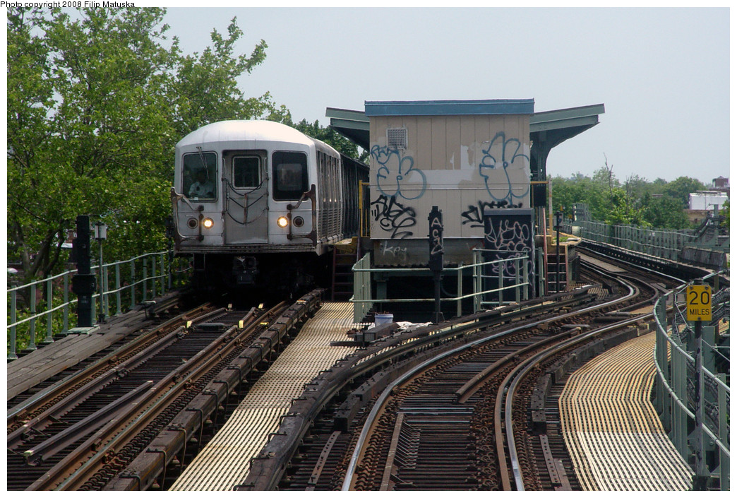 (334k, 1044x705)<br><b>Country:</b> United States<br><b>City:</b> New York<br><b>System:</b> New York City Transit<br><b>Line:</b> BMT Myrtle Avenue Line<br><b>Location:</b> Forest Avenue <br><b>Route:</b> M<br><b>Car:</b> R-42 (St. Louis, 1969-1970)  4757 <br><b>Photo by:</b> Filip Matuska<br><b>Date:</b> 6/7/2007<br><b>Viewed (this week/total):</b> 1 / 2619