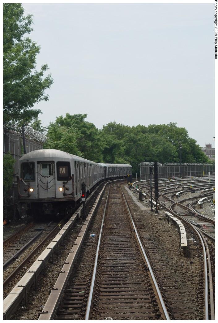 (221k, 705x1044)<br><b>Country:</b> United States<br><b>City:</b> New York<br><b>System:</b> New York City Transit<br><b>Line:</b> BMT Myrtle Avenue Line<br><b>Location:</b> Metropolitan Avenue <br><b>Route:</b> M<br><b>Car:</b> R-42 (St. Louis, 1969-1970)   <br><b>Photo by:</b> Filip Matuska<br><b>Date:</b> 6/7/2007<br><b>Viewed (this week/total):</b> 1 / 2158