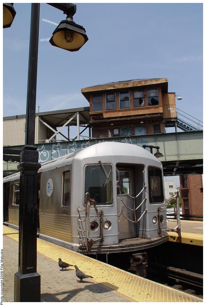 (195k, 705x1044)<br><b>Country:</b> United States<br><b>City:</b> New York<br><b>System:</b> New York City Transit<br><b>Line:</b> BMT Nassau Street/Jamaica Line<br><b>Location:</b> Myrtle Avenue <br><b>Route:</b> M<br><b>Car:</b> R-42 (St. Louis, 1969-1970)   <br><b>Photo by:</b> Filip Matuska<br><b>Date:</b> 6/7/2007<br><b>Viewed (this week/total):</b> 0 / 1219