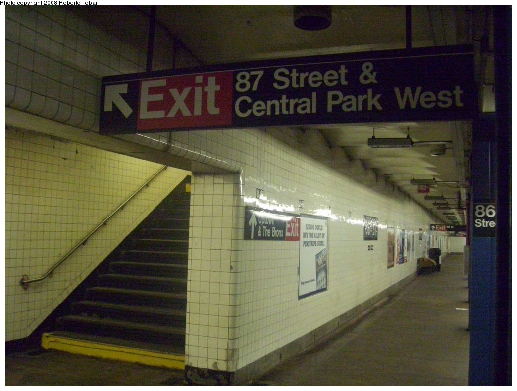 (208k, 1044x791)<br><b>Country:</b> United States<br><b>City:</b> New York<br><b>System:</b> New York City Transit<br><b>Line:</b> IND 8th Avenue Line<br><b>Location:</b> 86th Street <br><b>Photo by:</b> Roberto C. Tobar<br><b>Date:</b> 5/17/2008<br><b>Viewed (this week/total):</b> 2 / 2656